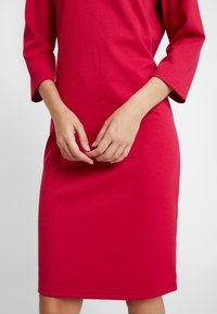 b.young - RIZETTA O NECK DRESS - Vestido de tubo - cerise - 7