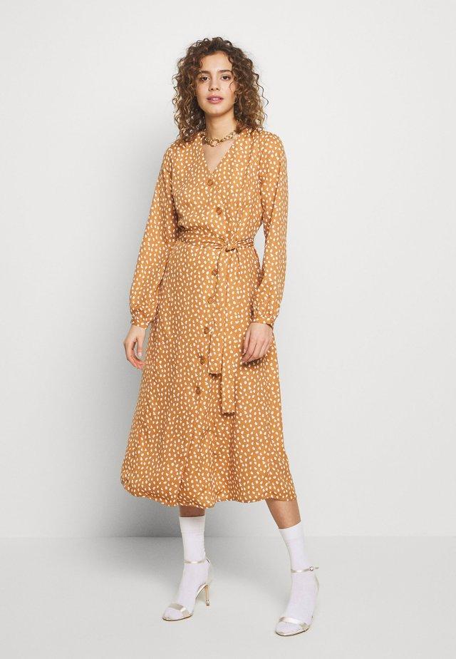 BYJALLIA WRAP DRESS  - Blousejurk - almond combi