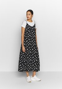 b.young - BYISOLE SLIP IN DRESS  - Maxikjole - black combi - 1
