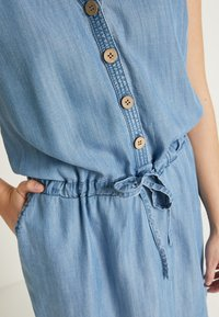 b.young - BYLANA SLEEVELESS DRESS - Denim dress - medium blue denim - 5