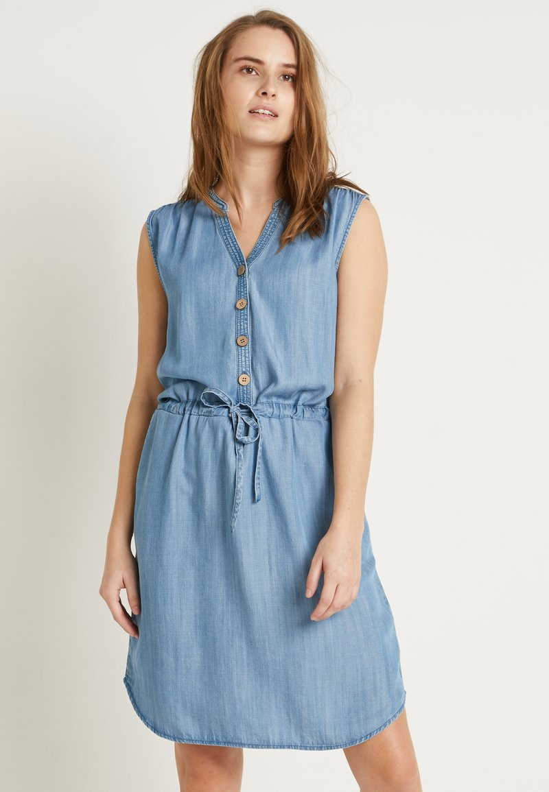 b.young - BYLANA SLEEVELESS DRESS - Denim dress - medium blue denim