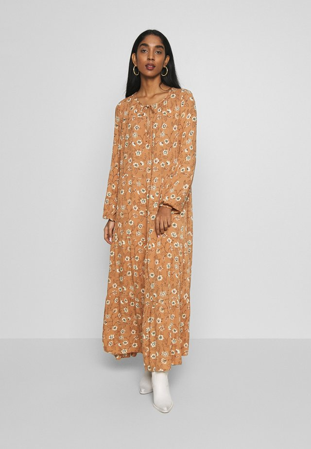 HILDA LONG DRESS - Maxiklänning - safari brown combi
