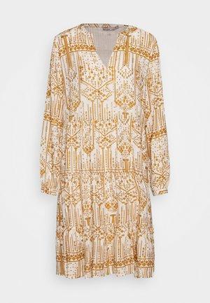 BYIKARA DRESS - Denní šaty - off white combi