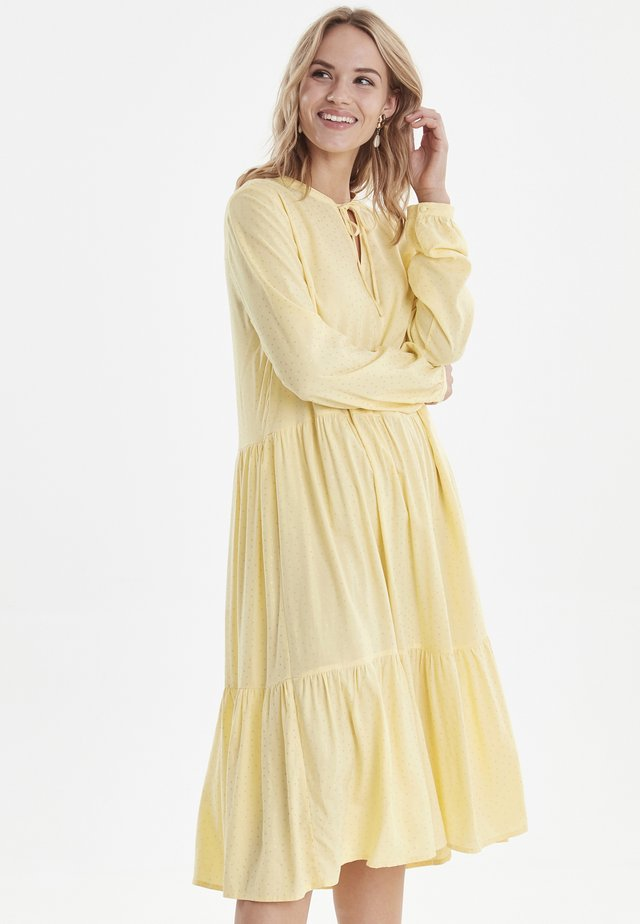 BYJOSIE - Korte jurk - light yellow