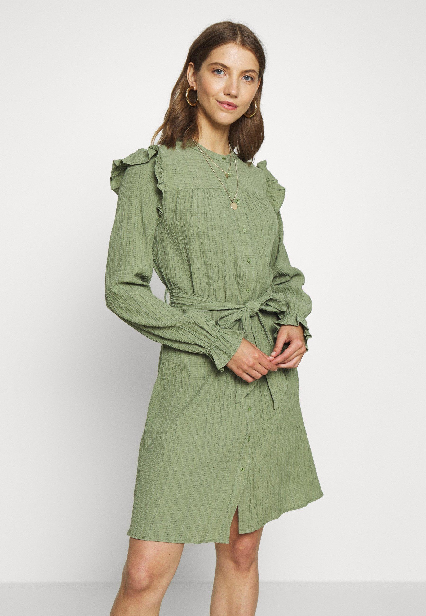 YAS KLEID OHNE ÄRMEL HALBTRANSPARENTES Sukienka koszulowa