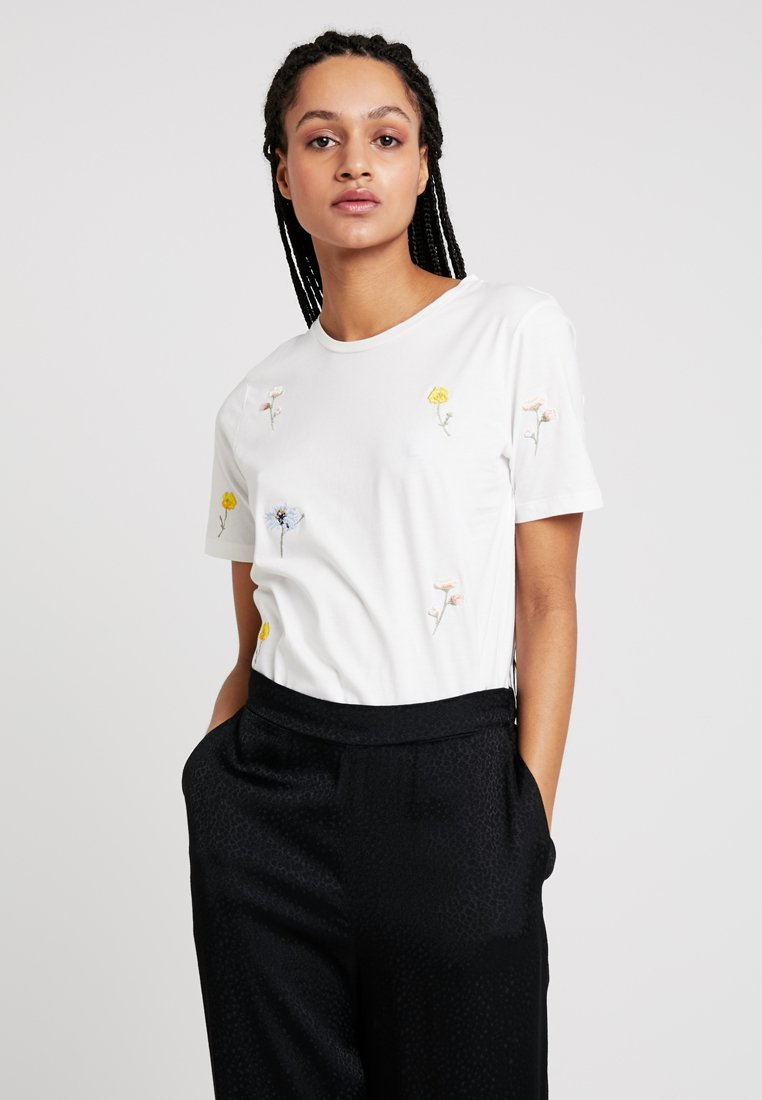 b.young - FLOWER  - T-shirts print - off white