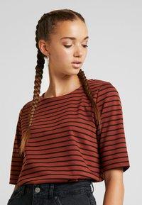 b.young - RIZETTA - T-shirt print - dark copper combi - 3