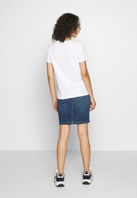 b.young - BYPANDINA FLOCK - Print T-shirt - optical white - 2