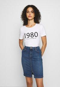 b.young - BYPANDINA FLOCK - Print T-shirt - optical white - 0