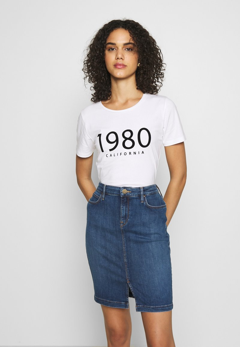 b.young - BYPANDINA FLOCK - Print T-shirt - optical white