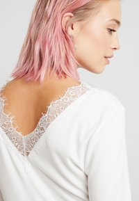 b.young - BYTOELLA VNECK - Long sleeved top - off white - 3