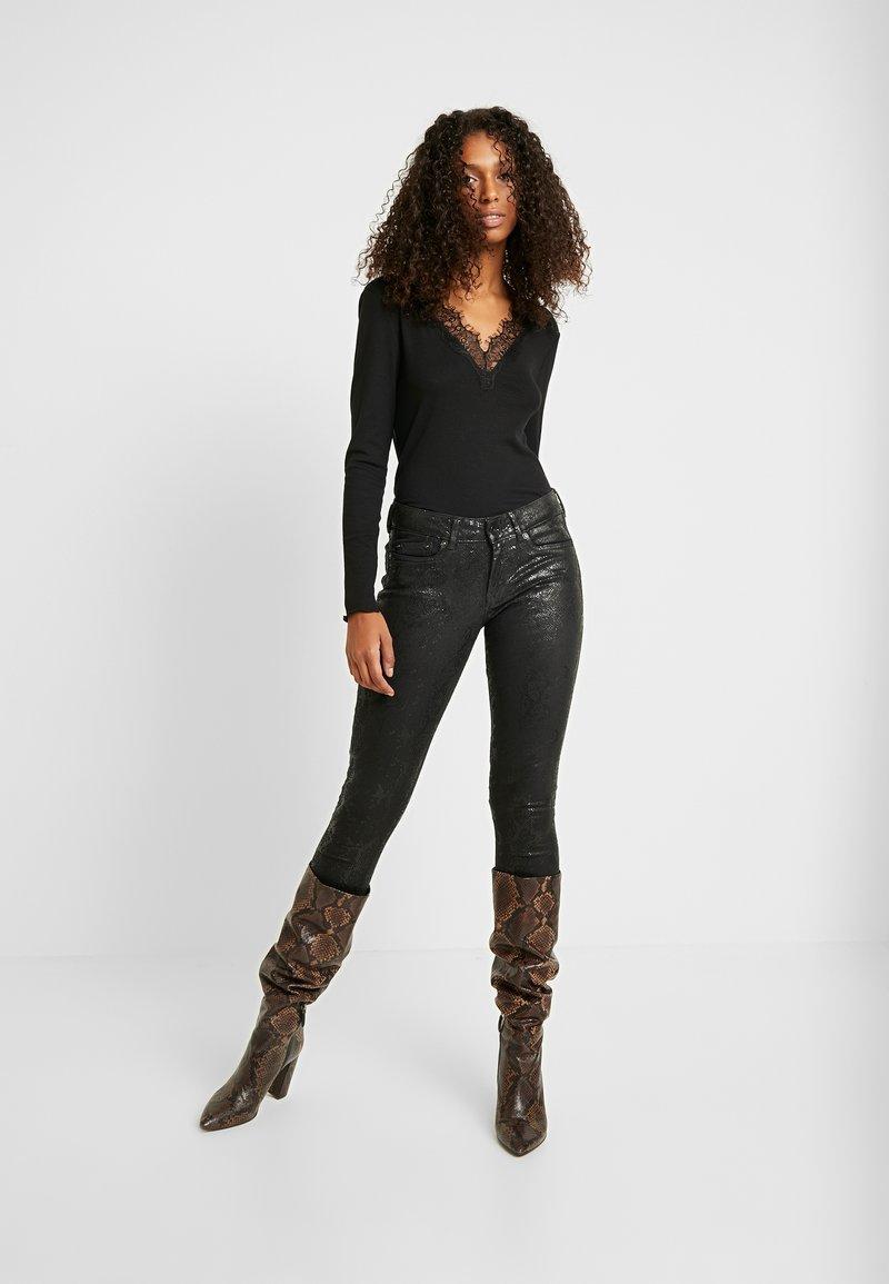 b.young - BYTOELLA VNECK - T-shirt à manches longues - black