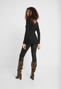 b.young - BYTOELLA VNECK - T-shirt à manches longues - black - 2