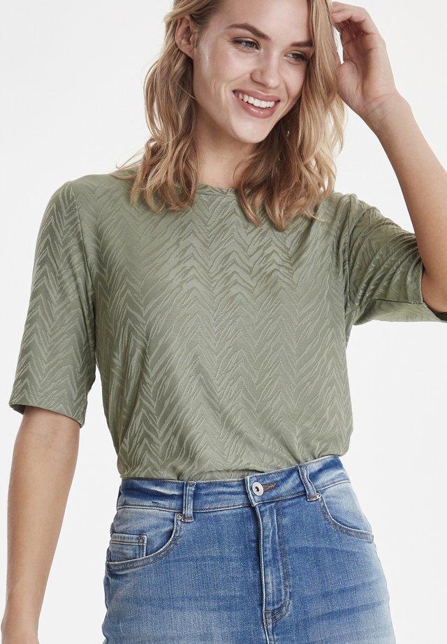 BYSUZAN TSHIRT - JERSEY - T-shirt print - sea green