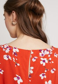 b.young - O NECK BLOUSE - Bluser - red - 5