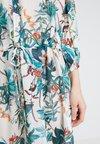 b.young - BYFLOREANCE FLOWER DRESS - Vestito estivo - off white combi 1