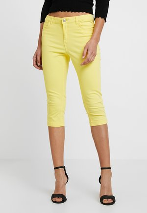 BYLOLA CAPRI - Szorty jeansowe - lemon yellow