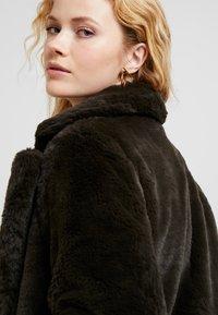 b.young - BYCOSMO COAT - Abrigo de invierno - peat green - 3