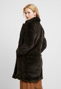 b.young - BYCOSMO COAT - Abrigo de invierno - peat green - 2