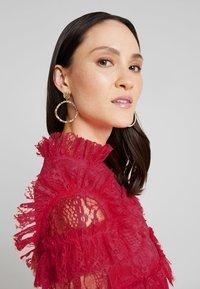 By Malina - CARMINE DRESS - Cocktailklänning - red - 4