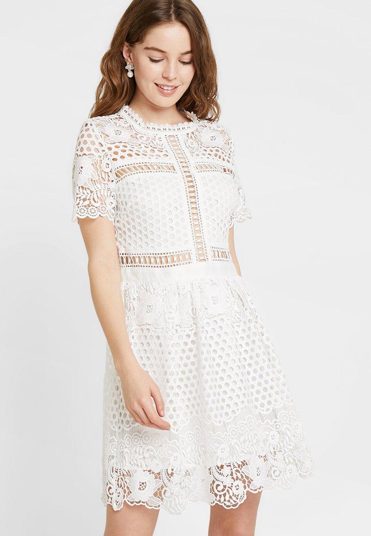 By Malina - FLOWER EMILY DRESS - Cocktailkjoler / festkjoler - white