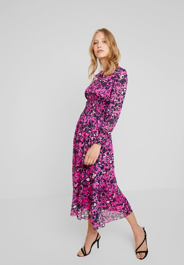 SANCIA DRESS - Vapaa-ajan mekko - shadow garden pink