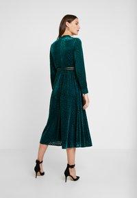 By Malina - PAOLINA DRESS - Cocktailklänning - basil green - 3