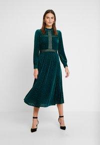 By Malina - PAOLINA DRESS - Cocktailklänning - basil green - 2