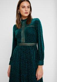 By Malina - PAOLINA DRESS - Cocktailklänning - basil green - 4