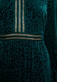 By Malina - PAOLINA DRESS - Cocktailklänning - basil green - 6