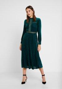 By Malina - PAOLINA DRESS - Cocktailklänning - basil green - 0