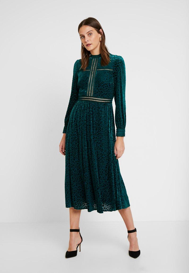 By Malina - PAOLINA DRESS - Cocktailklänning - basil green