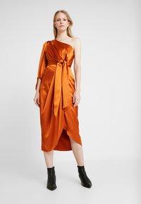 By Malina - LEONTINE DRESS - Cocktail dress / Party dress - spiced honey - 0