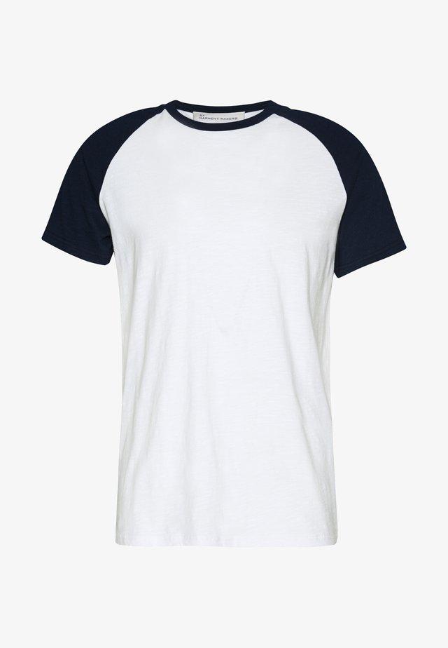 UNISEX SVEN - T-shirts med print - navy blazer
