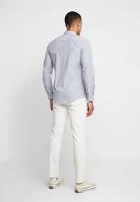 BY GARMENT MAKERS - THE PANTS - Chino kalhoty - marshmallow - 2