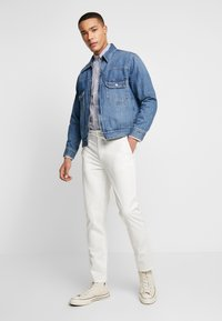BY GARMENT MAKERS - THE PANTS - Chino kalhoty - marshmallow - 1