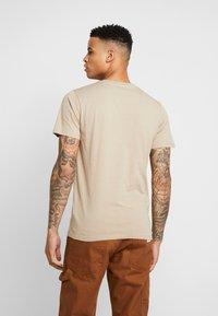BY GARMENT MAKERS - THE ORGANIC TEE BASIC - T-shirt basic - chinchilla - 2