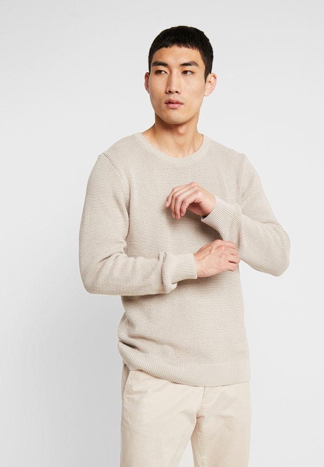 THE ORGANIC - Strickpullover - beige