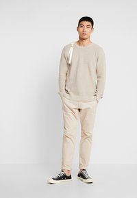 BY GARMENT MAKERS - THE ORGANIC - Stickad tröja - beige - 1