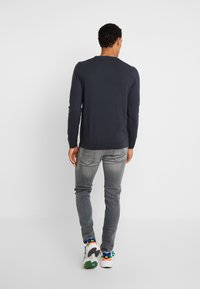 BY GARMENT MAKERS - THE MERINO KNIT ORGANIC - Strickpullover - grey - 2