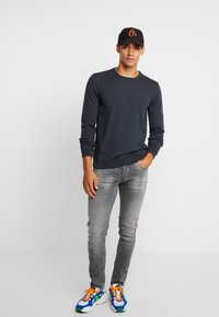 BY GARMENT MAKERS - THE MERINO KNIT ORGANIC - Strickpullover - grey - 1