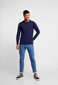 BY GARMENT MAKERS - THE MERINO KNIT ORGANIC - Strickpullover - dark blue - 1