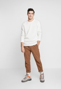 BY GARMENT MAKERS - THE ORGANIC PLAIN - Pullover - marshmallow - 1