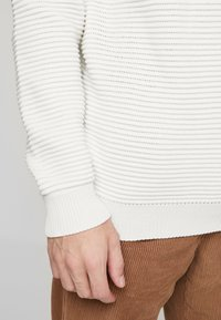 BY GARMENT MAKERS - THE ORGANIC PLAIN - Pullover - marshmallow - 5