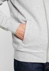 BY GARMENT MAKERS - THE ORGANIC HOODY - Mikina na zip - grey - 5