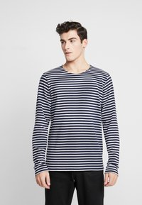 BY GARMENT MAKERS - THE ORGANIC STRIPED - Maglione - navy blazer - 0