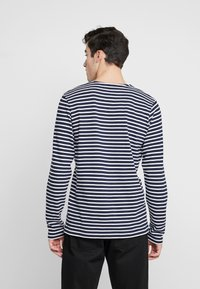 BY GARMENT MAKERS - THE ORGANIC STRIPED - Maglione - navy blazer - 2