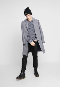 BY GARMENT MAKERS - THE ORGANIC STRIPED - Maglione - navy blazer - 1