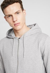 BY GARMENT MAKERS - THE ORGANIC HOODIE - Collegetakki - light grey - 3