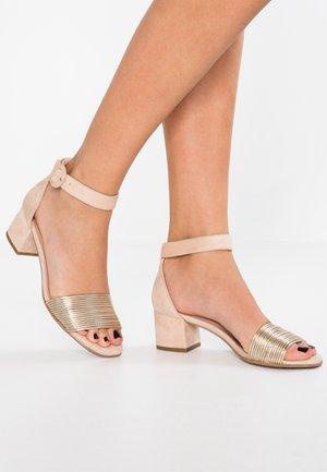 ERICA NEW - Sandaalit nilkkaremmillä - platino matte/sand
